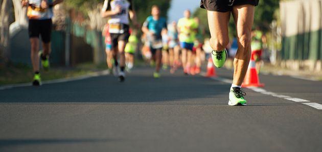 Podista morto alla maratona notturna di Roma: malore al quarto
