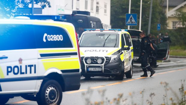 Police attend the scene after a shooting inside the al-Noor Islamic center mosque in Baerum outside Oslo, Norway, Saturday Aug. 10, 2019.  Norwegian police say one person has been shot and lightly injured during a shooting incident at a mosque in a western suburb of the capital.(Terje Pedersen / NTB scanpix via AP)