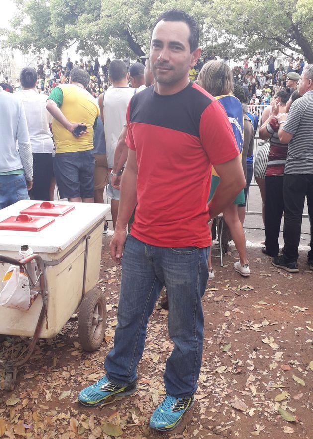 Edgar Vieira, de 41 anos: eleitor de Bolsonaro não conseguiu ir de verde e amarelo para cerimônia...