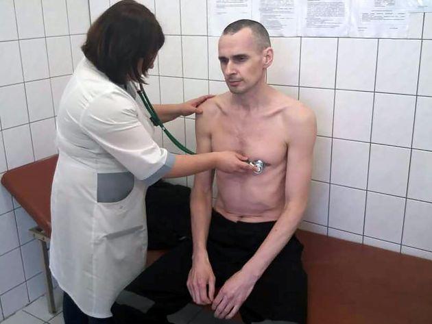 Oleg Sentsov après 139 jours de grève de la faim en