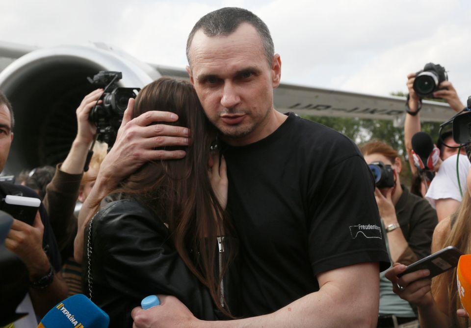 Ανταλλαγή κρατουμένων μεταξύ Ρωσίας και Ουκρανίας - Συγκινητικές εικόνες κατά την άφιξή στην