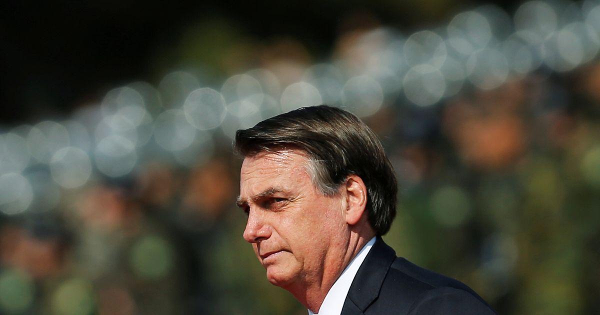 Bolsonaro quebra o protocolo e cumprimenta público em desfile do 7 de Setembro