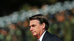 Bolsonaro quebra o protocolo e cumprimenta público em desfile do 7 de