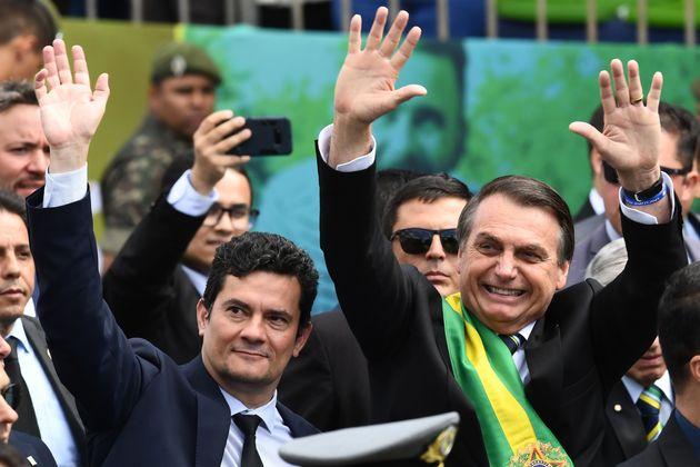 O presidente Jair Bolsonaro e seu ministro da Justiça, Sergio Moro, participam do Desfile do Dia...