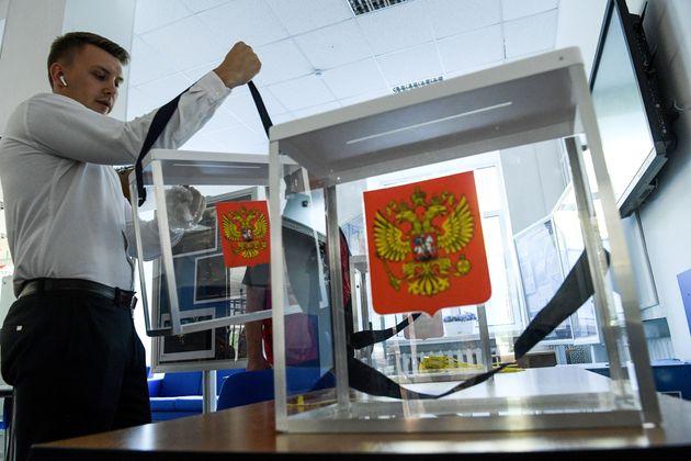 Στις κάλπες οι Ρώσοι για τις αυτοδιοικητικές εκλογές και μέσα σε κλίμα πρωτοφανούς
