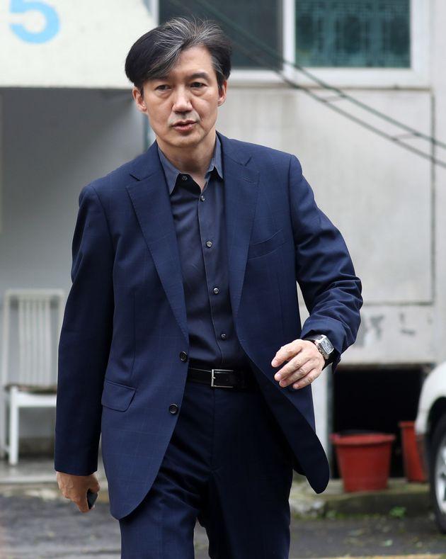 조국 법무부 장관 후보자가 8일 서울 서초구 방배동 자택을 나서고