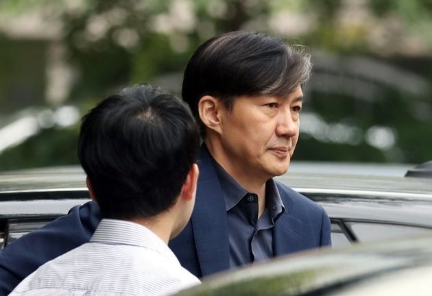 조국 법무부 장관 후보자가 8일 오후 서울 서초구 방배동 자택으로 향하고