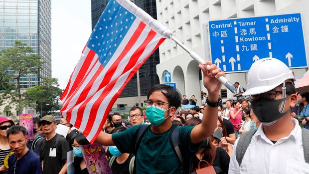 Protesters march to call for the passing of the proposed Hong Kong Human Rights and Democracy Act by the U.S. Congress, in Hong Kong, China September 8, 2019. REUTERS/Tyrone Siu