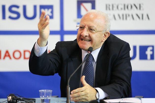De Luca superstar a Cernobbio: attacca Di Maio e Salvini e si prende gli