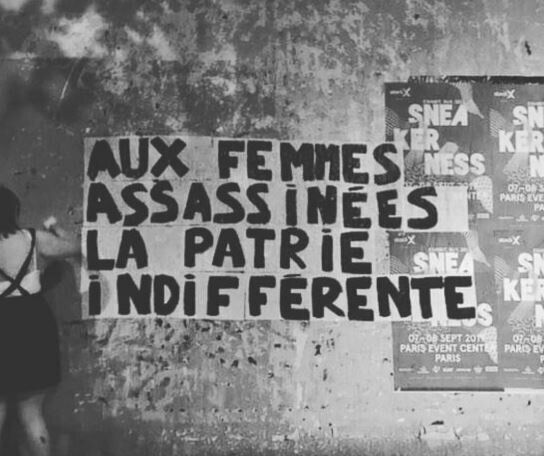 L'un des messages contre les féminicides collés dans Paris cette semaine par des