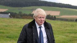 Boris Johnson enchaîne les camouflets, mais veut donner