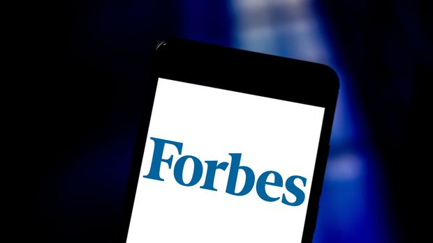 BRAZIL - 2019/06/01: In this photo illustration a Forbes logo seen displayed on a smartphone. (Photo Illustration by Rafael Henrique/SOPA Images/LightRocket via Getty Images)