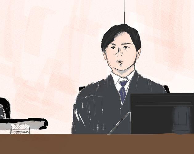 質問をした左陪審の男性裁判官=2019年9月6日