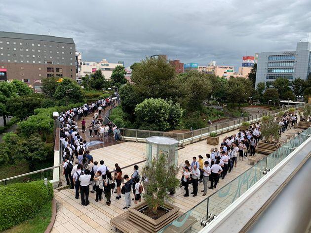 Twitterユーザーのばらおspさんが午前9時ごろに撮影したJR津田沼駅前の様子