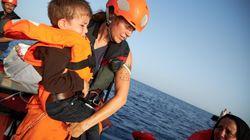 Due navi con migranti in stallo nel Mediterraneo: un minore si lancia da Alan Kurdi, Ocean Viking salva 50