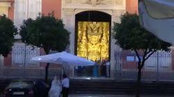 Esta novia se lleva un aplauso generalizado con su 'afortunada' entrada en la iglesia en