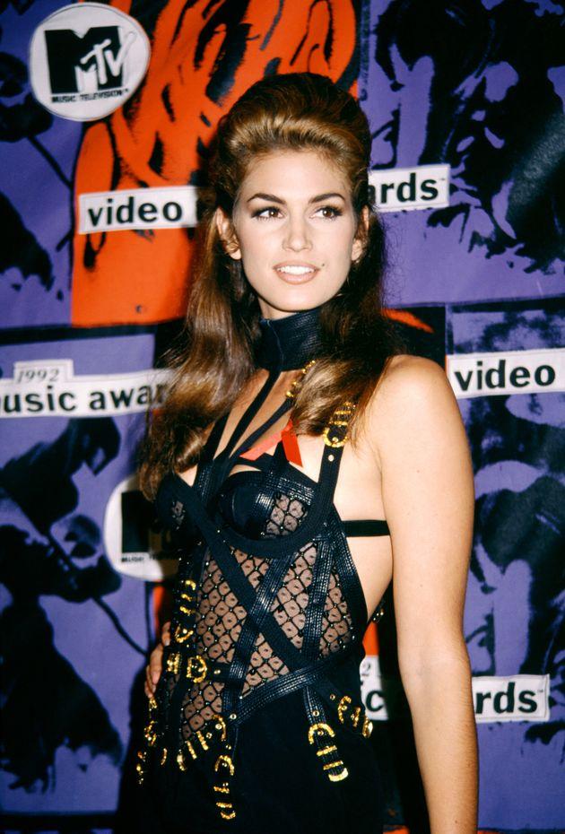 Kaia Gerber reproduit un look de Cindy Crawford 27 ans