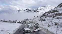 Neve sulle Dolomiti, a settembre è già inverno: il paesaggio ripreso dal