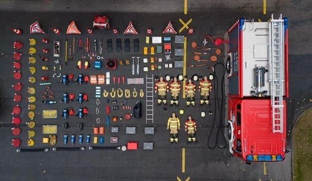 Le Service des pompiers volontaires de Zoug après avoir vidé leur camion-citerne, le 7 septembre