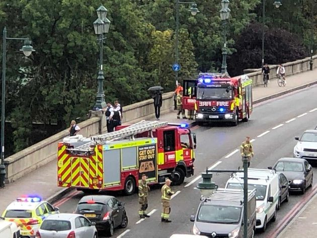 Man Dies After Falling From Kew Bridge