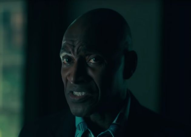 Carl Lumbly substitui Scatman Crothers no papel de Dick