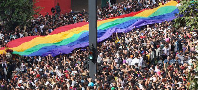 Parada LGBT+ de São Paulo é realizada há 23 anos na