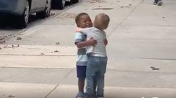 Social Media Is Falling In Love With These 2 Toddlers Hugging In The