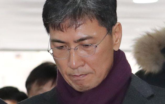비서를 성폭행한 혐의로 재판에 넘겨진 안희정 전 충남지사(53)에게 징역형의 실형이