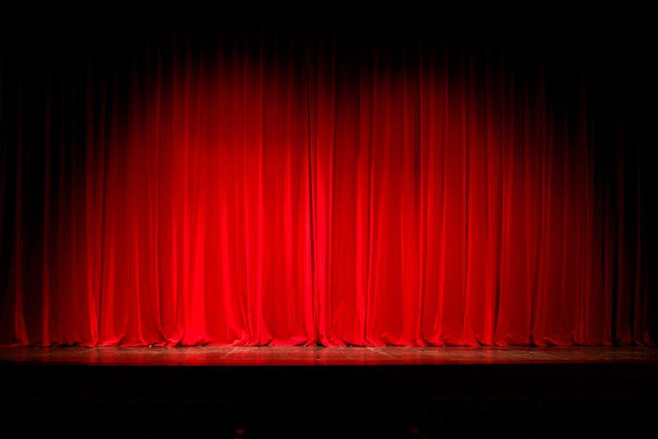 10 + 1 θεατρικές παραστάσεις που επαναλαμβάνονται και αξίζει να δείτε το