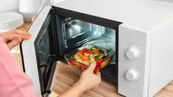 Recetas que sólo necesitan microondas: de salmón con verduras a brochetas de