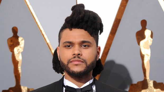 HOLLYWOOD, CA - FEBRUARY 28:  Singer The Weeknd arrives at the 88th Annual Academy Awards at Hollywood & Highland Center on February 28, 2016 in Hollywood, California.  (Photo by Gregg DeGuire/WireImage)