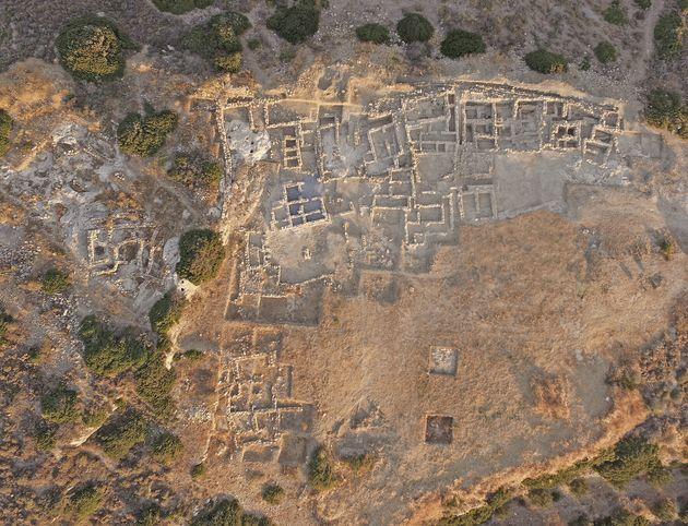 Η ανασκαφή του Προ- και Παλαιοανακτορικού Μινωικού νεκροταφείου στον Πετρά