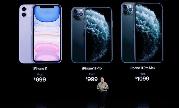 Phil Schiller, vice-président directeur marketing d'Apple, présente les nouveaux iPhone...