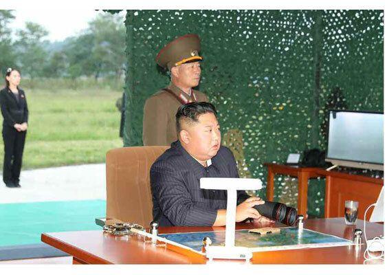 노동신문은 김정은 국무위원장의 현지지도 아래 초대형 방사포 시험사격을 진행했다고 11일