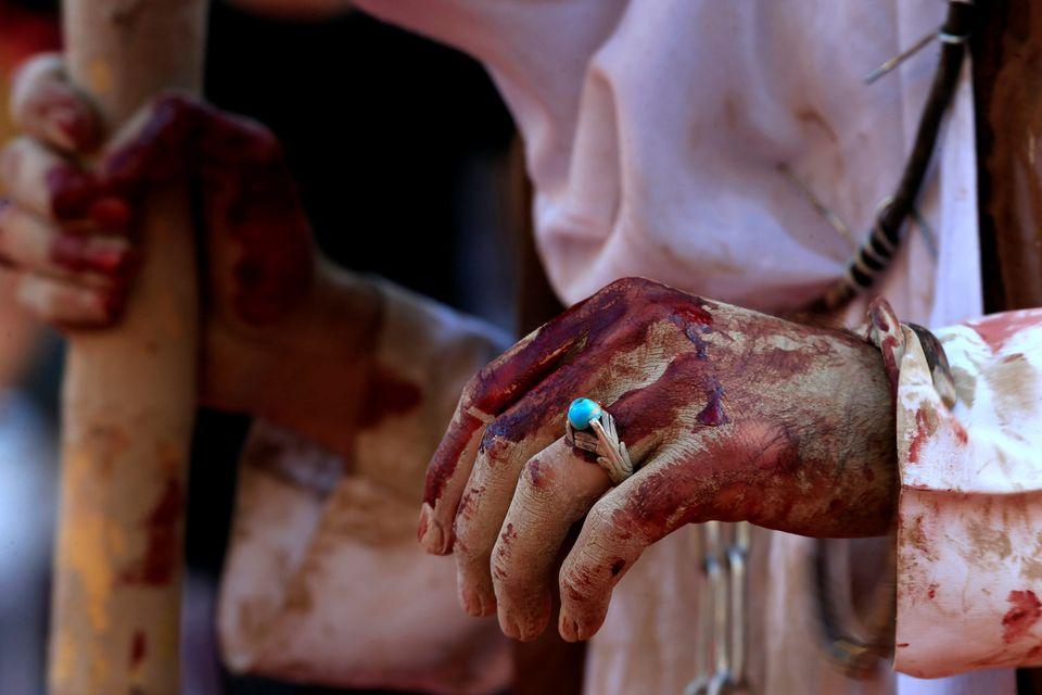 Βίαιες αναπαραστάσεις, σκληρές εικόνες και 31 νεκροί στους εορτασμούς για την Ασούρα στο