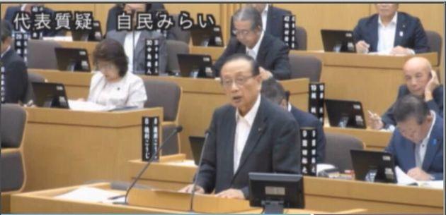 質疑に立つ上田勇作議員