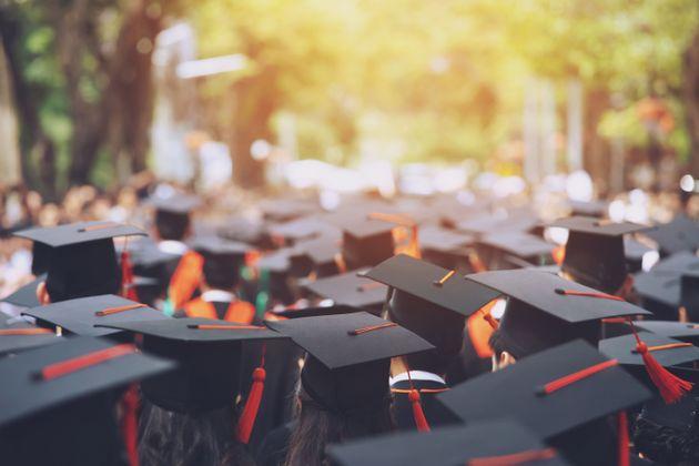 Πώς οι ξένοι φοιτητές θα μείνουν στη Βρετανία μετά την αποφοίτησή