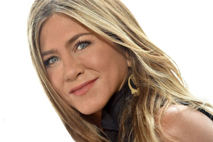 """Jennifer Aniston attends the photocall of Netflix's """"Murder Mystery"""" on June 11, 2019 in Marina del Rey, Calif."""