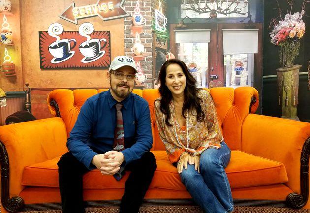James Michael Tyler et Maggie Wheeler étaient présents au lancement de l'exposition éphémère...