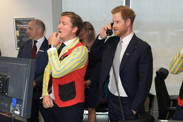 Ο πρίγκιπας Χάρι και ο Τζον Σνόου έκαναν τους χρηματιστές σε φιλανθρωπική εκδήλωση για την