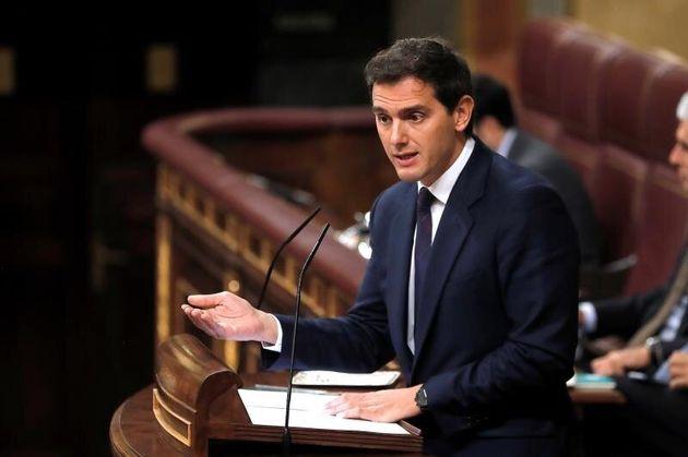 Rivera pide formalmente por carta a Sánchez una reunión para hablar del artículo