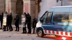 Tensión entre manifestantes independentistas y Mossos ante el