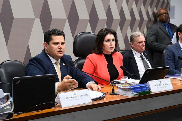 Na votação na CCJ, Tasso acatou emendas à PEC principal que impactaram na arrecadação, mas contemplam demandas sociais.