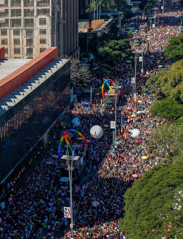 Cerca de três mil pessoas compareceram à Parada LGBT de São Paulo, em