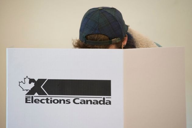 Élections: jour 1 de la campagne marqué par la Loi sur la