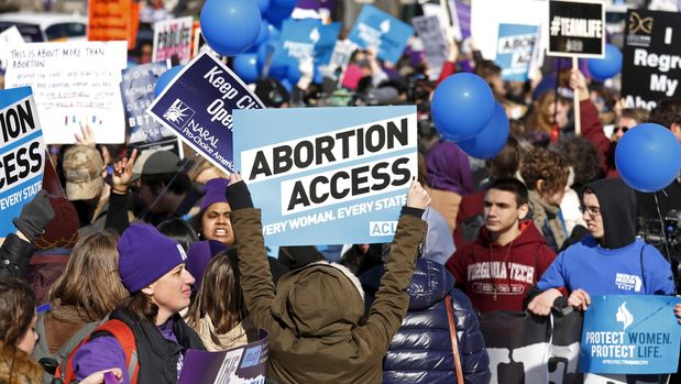 Protesters demonstrate in front of the U.S. Supreme Court in the morning as the court takes up a major abortion case focusing on whether a Texas law that imposes strict regulations on abortion doctors and clinic buildings interferes with the constitutional right of a woman to end her pregnancy, in Washington March 2, 2016. REUTERS/Kevin Lamarque       TPX IMAGES OF THE DAY