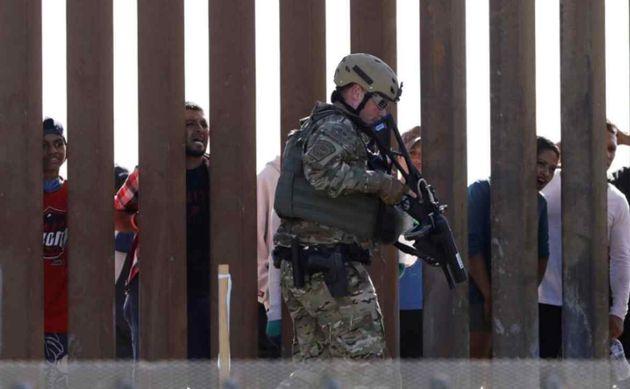Agentes de Aduanas y Protección Fronteriza de EEUU en la frontera con