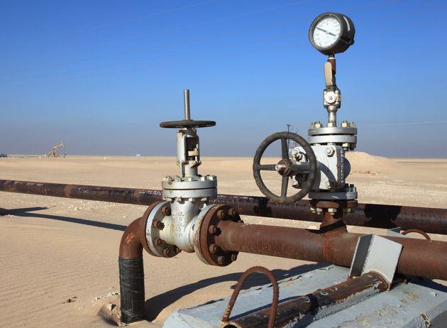 Forage,puits de petrole dans le sud du Koweit le long de la frontiere saoudienne. Les reserves de petrole...