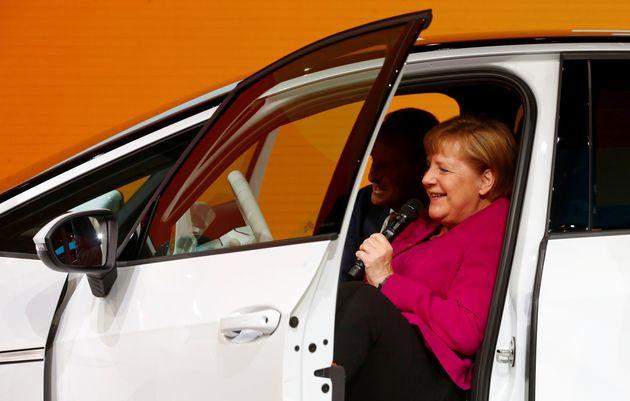 «Ηράκλειος άθλος»: H Άνγκελα Μέρκελ έθεσε το θέμα της κλιματικής αλλαγής στο International Motor Show
