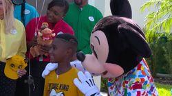 Il s'était privé de Disney pour aider les évacués de l'ouragan Dorian, son rêve a été